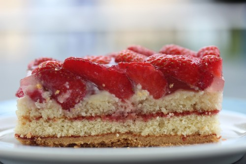 strawberry-sections-355072_1280.jpg